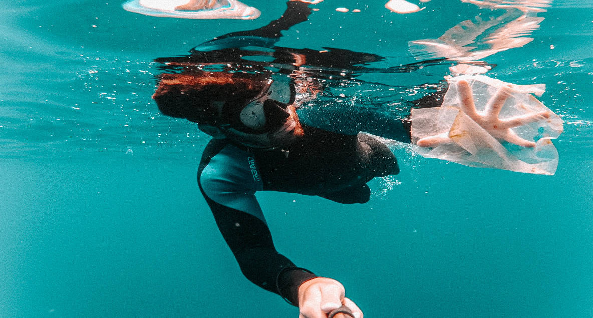free diver finds plastic trash in the ocean